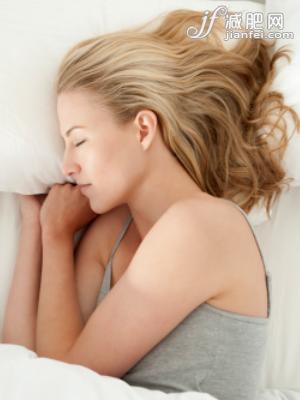 """睡眠不足易致胖 专家提倡""""睡着瘦"""""""
